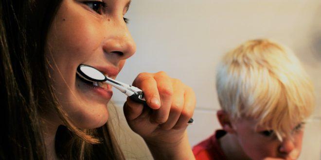 Gare aux dentifrices au charbon actif !
