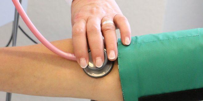 Palpitations cardiaques: causes, symptômes et traitements naturels