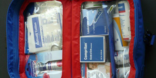 Voyage : quels sont les composants de la boîte à pharmacie?
