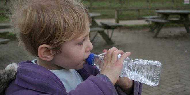 Quelle est la quantité d'eau qu'un enfant doit boire un quotidien ?